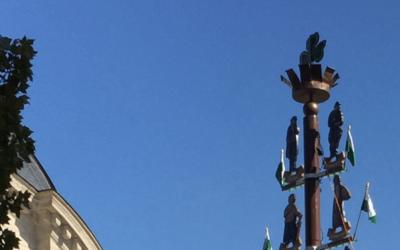 Fürther Kirchweih-Der Kärwa-Baum wird aufgestellt